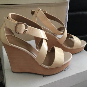 Banana Republic Wedge Sandals Size 8